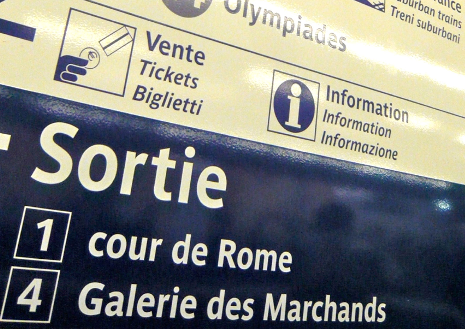 Use of Parisine for RATP signages.
