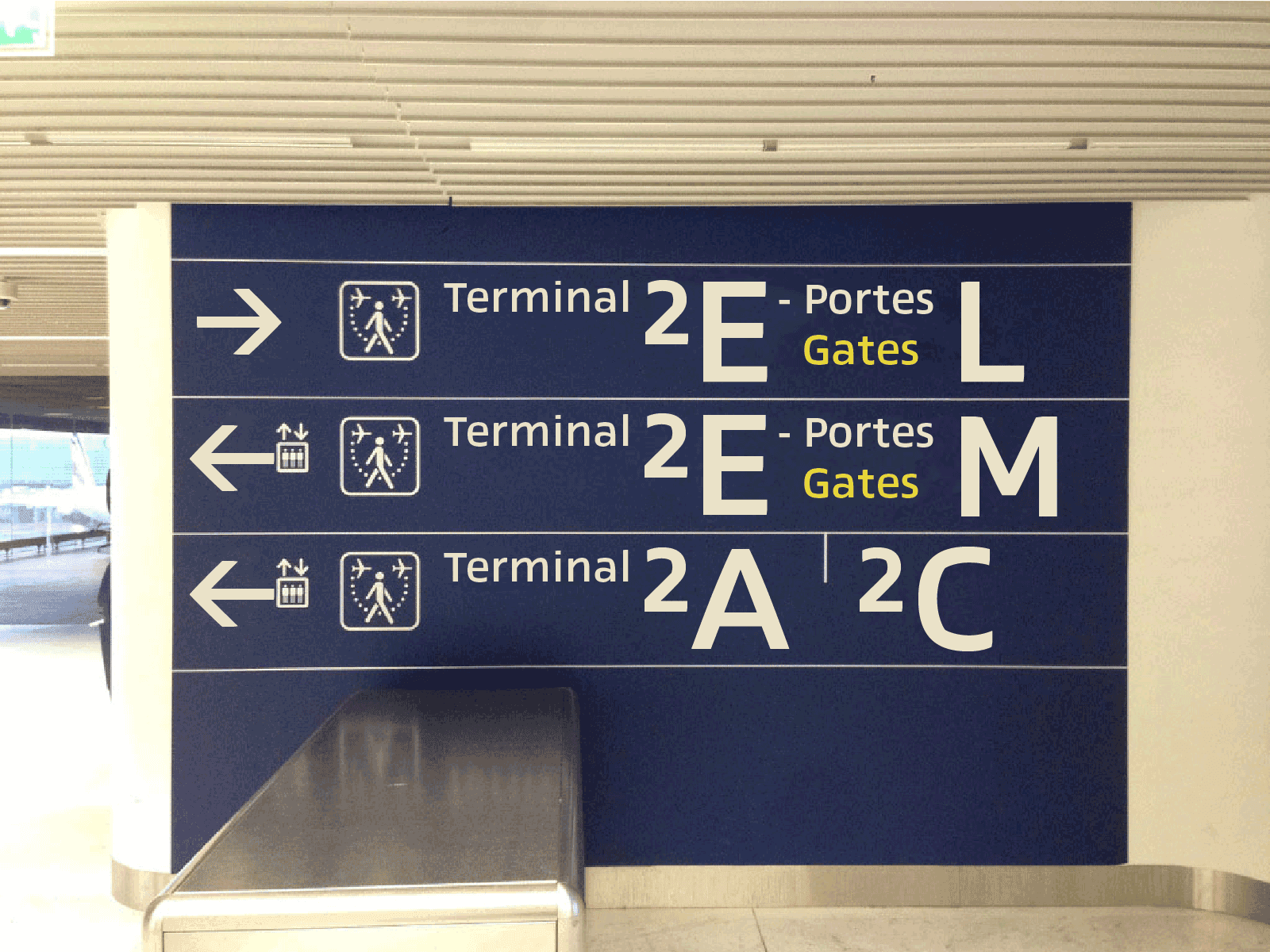 Project: Homage to Adrian Frutiger typeface, cover version of Roissy Charles de Gaulle airport signage